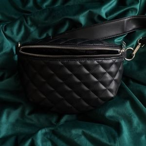 STEVE MADDEN FANNY PACK - USED ONCE